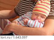 Купить «Отец с ребенком», фото № 1643097, снято 2 августа 2009 г. (c) Losevsky Pavel / Фотобанк Лори
