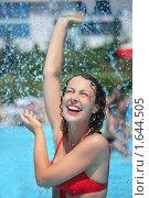 Купить «Девушка в бассейне», фото № 1644505, снято 10 июля 2009 г. (c) Losevsky Pavel / Фотобанк Лори