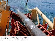 Купить «Укладка трубы газопровода со специализированного судна», фото № 1646621, снято 20 апреля 2010 г. (c) Анна Мартынова / Фотобанк Лори