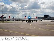 Купить «Аэропорт. Самолет. Крылья», фото № 1651633, снято 12 августа 2009 г. (c) Савельев Андрей / Фотобанк Лори