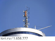 Антенна на крыше круглого здания. Стоковое фото, фотограф Галина Шорикова / Фотобанк Лори