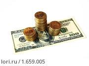 Украинские монеты на стодолларовой банкноте. Стоковое фото, фотограф Сергей Слабенко / Фотобанк Лори