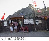 Вход на выставку орудий пыток XI-XVI вв (2007 год). Редакционное фото, фотограф Ольга Маркова / Фотобанк Лори