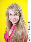 Купить «Портрет молодой длинноволосой блондинки», фото № 1662345, снято 13 апреля 2010 г. (c) Яков Филимонов / Фотобанк Лори