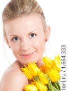Купить «Портрет девушки с букетом желтых тюльпанов», фото № 1664333, снято 26 апреля 2010 г. (c) Петр Кириллов / Фотобанк Лори
