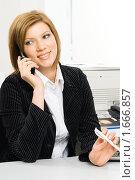 Купить «Молодая бизнес-леди в офисе», фото № 1666857, снято 8 ноября 2009 г. (c) Сергей Буторин / Фотобанк Лори