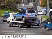 Купить «Милицейский автомобиль на эвакуаторе», фото № 1667513, снято 29 апреля 2010 г. (c) Вадим Морозов / Фотобанк Лори