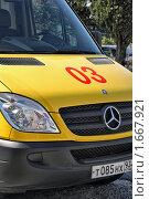 Желтый автомобиль скорой медицинской помощи (2009 год). Редакционное фото, фотограф Владимир Сергеев / Фотобанк Лори