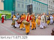 Купить «Харинама - воспевание святых имен Господа Кришны на Арбате», фото № 1671329, снято 1 мая 2010 г. (c) Вячеслав Беляев / Фотобанк Лори