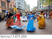 Купить «Танец во славу Господа Кришны на Арбате», фото № 1671333, снято 1 мая 2010 г. (c) Вячеслав Беляев / Фотобанк Лори