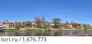 Купить «Район элитной жилой застройки на Запсковье в Пскове», фото № 1676773, снято 3 мая 2010 г. (c) Валентина Троль / Фотобанк Лори