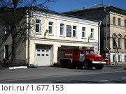 Санкт Петербург. Ломоносов. Пожарная машина (2009 год). Редакционное фото, фотограф Корчагина Полина / Фотобанк Лори