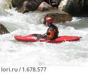 Спортсмен-водник на горной реке (2010 год). Редакционное фото, фотограф Дмитрий Редин / Фотобанк Лори