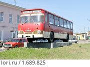Купить «Памятник автобусу в Вышнем Волочке», фото № 1689825, снято 27 апреля 2010 г. (c) Виктор Карасев / Фотобанк Лори