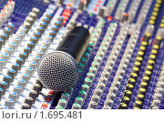 Купить «Микрофон на пульте», фото № 1695481, снято 25 сентября 2009 г. (c) Дмитрий Ощепков / Фотобанк Лори
