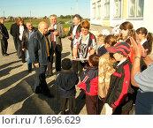 Ю.М.Лужков посещает сельскую школу. Редакционное фото, фотограф Грищенко Владимир Алексеевич / Фотобанк Лори