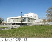Купить «Город Екатеринбург. Театр Юного Зрителя», фото № 1699493, снято 1 мая 2010 г. (c) Людмила Банникова / Фотобанк Лори