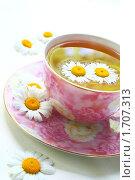 Купить «Травяной лечебный чай из ромашки», фото № 1707313, снято 16 мая 2010 г. (c) Дорощенко Элла / Фотобанк Лори