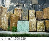 Хачкары в монастыре Севанаванк, Армения. Стоковое фото, фотограф Татьяна Крамаревская / Фотобанк Лори