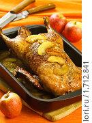 Купить «Утка с яблоками», эксклюзивное фото № 1712841, снято 18 мая 2010 г. (c) Лисовская Наталья / Фотобанк Лори
