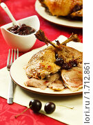 Купить «Порция утки с вишневым соусом», эксклюзивное фото № 1712861, снято 18 мая 2010 г. (c) Лисовская Наталья / Фотобанк Лори