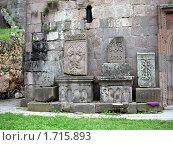 Хачкары в монастыре Гошаванк, Армения. Стоковое фото, фотограф Татьяна Крамаревская / Фотобанк Лори