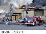 Купить «Пожар на Бадаевских складах», фото № 1716513, снято 20 мая 2010 г. (c) Виктор Карасев / Фотобанк Лори
