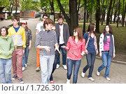 Купить «Группа людей в городе», фото № 1726301, снято 5 мая 2009 г. (c) Gennadiy Poznyakov / Фотобанк Лори