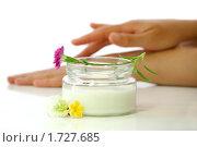 Купить «Косметический крем», фото № 1727685, снято 12 апреля 2010 г. (c) Елена Жучкова / Фотобанк Лори
