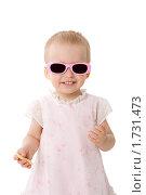 Купить «Маленькая девочка в солнечных очках», фото № 1731473, снято 5 мая 2009 г. (c) Ольга Сапегина / Фотобанк Лори
