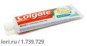 Тюбик зубной пасты Colgate Total (2010 год). Редакционное фото, фотограф Андрей Андреев / Фотобанк Лори