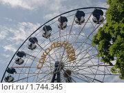 Купить «Москва. Парк Сокольники. Аттракцион Колесо обозрения», фото № 1744345, снято 30 мая 2010 г. (c) Владимир Ременец / Фотобанк Лори