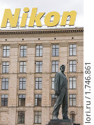 Купить «Памятник Маяковскому на Триумфальной площади», фото № 1746861, снято 29 мая 2010 г. (c) Илюхина Наталья / Фотобанк Лори