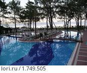 Купить «Вечер отель бассейн Турция», фото № 1749505, снято 29 июня 2003 г. (c) Игорь Мим / Фотобанк Лори