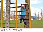Купить «Мальчик на стадионе», фото № 1749629, снято 6 мая 2010 г. (c) Александр Кокарев / Фотобанк Лори