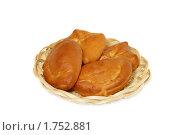 Купить «Пироги на плетеной тарелке», фото № 1752881, снято 22 марта 2010 г. (c) Наталья Волкова / Фотобанк Лори