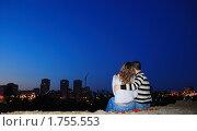 Влюбленная пара на краю ночного  города, фото № 1755553, снято 23 августа 2009 г. (c) Арестов Андрей Павлович / Фотобанк Лори