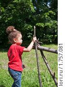 Купить «Портрет маленькой смуглой девочки в летнем парке», фото № 1757081, снято 6 июня 2010 г. (c) Цветков Виталий / Фотобанк Лори