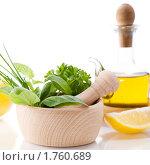 Купить «Оливковое масло, зелень и лимон», фото № 1760689, снято 17 сентября 2009 г. (c) Наталия Кленова / Фотобанк Лори