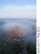 """ЖК """"Золотые ключи-2"""" в тумане (2009 год). Редакционное фото, фотограф Адаменко Оскар / Фотобанк Лори"""