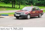Учебная машина на дороге (2010 год). Редакционное фото, фотограф Алёшина Оксана / Фотобанк Лори