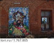 Купить «Кронштадт. Портрет М.П.Мусоргского из бытовых отходов», эксклюзивное фото № 1767805, снято 3 мая 2010 г. (c) Ирина Борсученко / Фотобанк Лори
