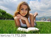 Купить «Девушка читает книгу на лужайке», фото № 1772209, снято 22 мая 2010 г. (c) Валерий Александрович / Фотобанк Лори