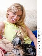 Девушка с щенком терьера. Стоковое фото, фотограф Михаил Лукьянов / Фотобанк Лори