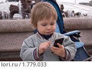 Ребенок и мобильный телефон. Стоковое фото, фотограф Рыбакова Людмила / Фотобанк Лори