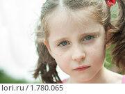 Портрет нахмуренной девочки. Стоковое фото, фотограф Ольга Полякова / Фотобанк Лори