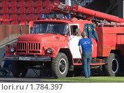 Купить «Пожарный у пожарной машины», эксклюзивное фото № 1784397, снято 19 июня 2010 г. (c) Шичкина Антонина / Фотобанк Лори