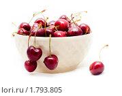 Черешня в белой миске. Стоковое фото, фотограф Дарья Мирошникова / Фотобанк Лори