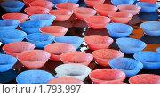 Купить «Пластмассовые чашечки в воде. Фрагмент аттракциона», эксклюзивное фото № 1793997, снято 24 июля 2008 г. (c) Алёшина Оксана / Фотобанк Лори