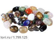 Купить «Бусы из драгоценных камней изолировано на белом фоне», фото № 1799125, снято 17 июня 2010 г. (c) Анна Зеленская / Фотобанк Лори